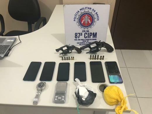 Celular armas e drogas do criminoso de itabuna que morreu em confronto com a pm