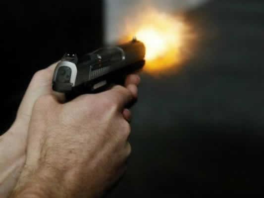 Duas pessoas foram baleadas nas nádegas em Jequié – BA