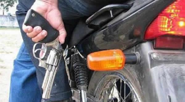 Dupla em motocicleta assalta Supermercado em bairro de Jequié – BA