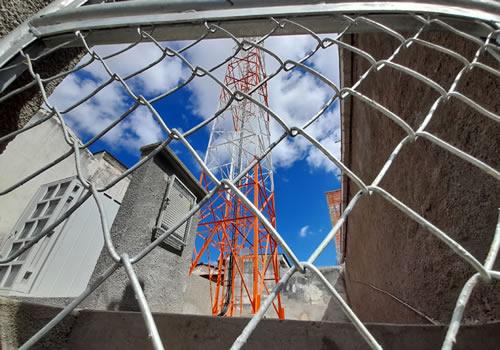 Empresa ignora normas e finaliza obra da torre de telefonia sem alvará de construção – Brumado – BA