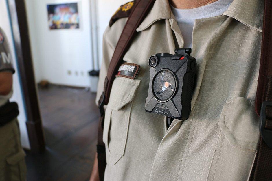 Governo da BA ampliará sistema de video monitoramento nas viaturas e fardas policiais do estado