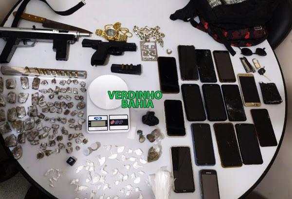 Na ação policial, foram apreendidos uma submetralhadora de calibre .380