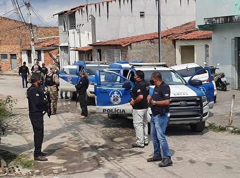 Polícia Civil realiza operação para combate ao tráfico de drogas no bairro Queimadinha em Feira de Santana – BA