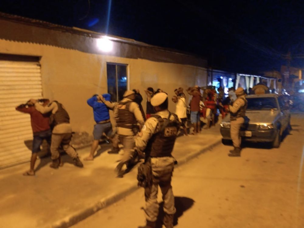 Festa clandestina em Porto Seguro