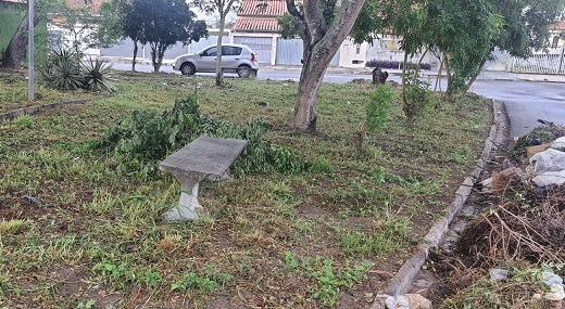 Moradores pedem manutenção para mini praça no bairro Muchila I - Feira de Santana