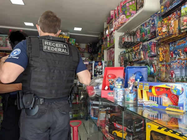 Receita Federal apreende brinquedos e produtos falsificados no centro da cidade – Vitória da Conquista – BA