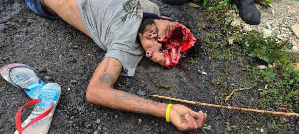 Homem com a cabeça estourada espingarda de calibre .12
